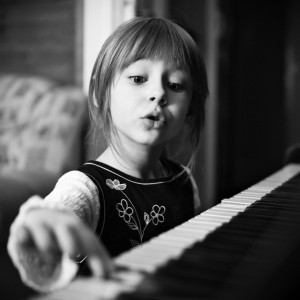 Little-girl-playing-piano